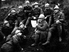 Czech members of the Foreign Legion during the war, reading the paper published by Czech statesman Thomas Masaryk and Eduard Benes. Pax Britannica, French Foreign Legion, No Mans Land, British Soldier, Prisoners Of War, World War One, Napoleonic Wars, Reggio, Wwi