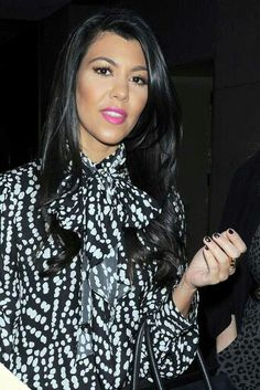 Kourtney Kardashian style, pink lips, and hair♥