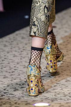 Dolce & Gabbana at Milan Fashion Week Fall 2018 - Details Runway Photos Autumn Fashion 2018, Fashion Week, Womens Fashion, Milan Fashion, Creative Shoes, Unique Shoes, Fashion Shoes, Fashion Accessories, Walking In High Heels