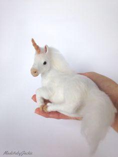 Needle Felted animal - white unicorn - felted animal - needle felted unicorn - felted unicorn - miniature unicorn - Gift for her - OOAK - by on Etsy Needle Felted Animals, Felt Animals, Unicorn Crafts, Unicorn Art, Needle Felting Tutorials, Felt Fairy, White Unicorn, Beagle Puppy, Felt Crafts