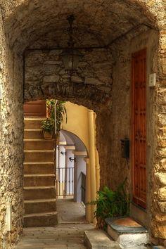 Ancient Passage, Liguria, Italy  photo via aberrant