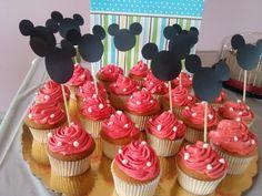 los primeros cups para una celebración... de vainilla con topers de Mickey Mouse