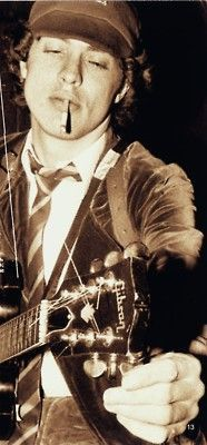 Angus Young 70's - 1 - Ben Geudens RT