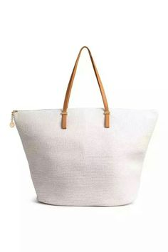 470487aead4 Shopper in braided paper straw with two imitation leather handles, a zip at  the top and two inner compartments.