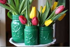 Mason Jar craft Ideas for st Patrick's Day Mason Jar Projects, Mason Jar Crafts, Mason Jar Diy, Apple Mason Jar, Spray Paint Mason Jars, Painting Glass Jars, Painted Jars, Jar Gifts, Holiday Crafts