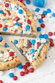 Fireworks Sugar Cookie Cake | This cookie cake will be the prettiest dessert on the 4th of July dessert table.
