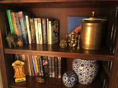 This pic is part of Anuradha Singh's Home Tour at Noida on The Keybunch decor blog - Anuradha's bookshelf is decorated with travel souvenirs, old chettinad brass milk bucket and blue pottery Old Antiques, Antique Shops, London Map, Madhubani Painting, Blue Pottery, Travel Souvenirs, Indian Home Decor, My Furniture, Victoria And Albert Museum
