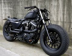 "Harley-Davidson Sportster Iron 883 – ""Iron Guerilla"" Custom 