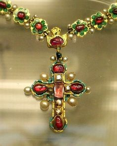 Enameled gold set with rubies diamonds and pearls, Eastern European 17th -18 th century | http://my-diamonds-gallery.blogspot.com