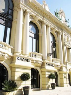 This is a picture of the Chanel store in Monaco. Monaco is playground for the rich so high-end designer stores are everywhere, Coco Chanel, Chanel Paris, Monte Carlo Monaco, Fachada Colonial, Decoration Vitrine, Juan Les Pins, Chanel Store, Shopping Chanel, Chanel Boutique