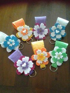 portachiavi Clay Crafts, Felt Crafts, Diy And Crafts, Crafts For Kids, Paper Crafts, Diy Shrink Plastic Jewelry, Felt Keychain, Felt Templates, Idee Diy