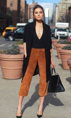 Suede cropped pants, plunging body suit and black accessories pack a bold statement, yet the outfit is office-appropriate Suede Outfits, Nye Outfits, Cool Outfits, Fashion Outfits, Elegant Style Women, Suede Pants, Body Suit Outfits, Wardrobe Ideas, Cropped Pants