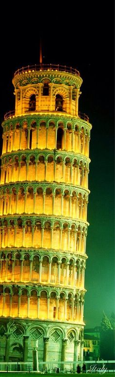 Leaning tower in Pisa - Italy