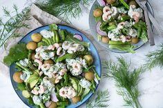 Rejesalat med dild og avocado er super lækker forårs- og sommermad - og her får du en virkelig lækker og nem opskrift på salat med rejer