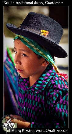 Niño con traje tipico de Guatemala
