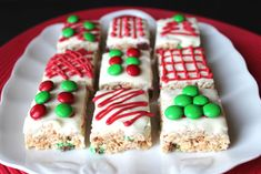 Christmas Rice Krispie Treats This holiday season I wanted at least one of my Christmas Treat posts to be super kid friendly. Something our little ones would get a kick out of and be able to help with. These Cute Christmas Rice… Rice Crispy Treats Christmas, Christmas Rice Krispies, Holiday Treats, Holiday Recipes, Christmas Sweets, Christmas Cooking, Noel Christmas, Christmas Goodies, Christmas Ideas