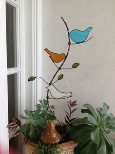 Stained glass copper garden stake by  http://diycraftyprojects.com/2014/08/sheris-stained-glass-projects.html