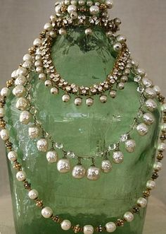It`s the Little things that make life big! | fortheloveofcolors:   #green #beads #pearls...