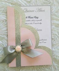 Esta es una invitación realmente hermosa, podemos diseñar en cualquier color según evento invitación vienen con sobre blanco