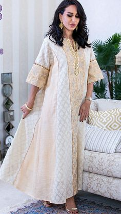 Robe tunique Arab Fashion, India Fashion, African Fashion Dresses, African Dress, Caftan Dress, Kaftan Abaya, Kaftan Designs, Arabic Dress, Oriental Fashion
