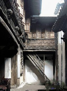 Ancient Chinese house interior courtyard shows possible ideas for fabrics, colours and shape                                                                                                                                                                                 Más