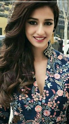 To from allah hu akbar karo or utaar do sab kuch or bolo jai shree raam satman shree wahey guru with all hail Indian Bollywood, Bollywood Stars, Beautiful Bollywood Actress, Beautiful Indian Actress, Beautiful Celebrities, Beautiful Actresses, Beautiful Women, Disha Patani Instagram, Disha Patni