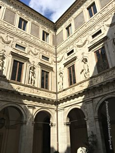 Perché visitare Palazzo Spada a Roma: http://www.chicksandtrips.net/palazzo-spada/