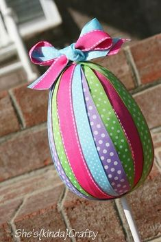 Plastic egg topiary, garland, tasty food ideas, and a few kids crafts. Kids Crafts, Easter Crafts For Adults, Easter Egg Crafts, Easter Projects, Easter Eggs, Easter Ideas, Diy Osterschmuck, Diy Easter Decorations, Outdoor Decorations