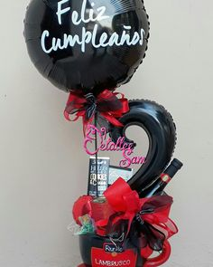 Pin by Lissette Herrera on Detalles Balloon Crafts, Balloon Gift, Balloon Decorations, Balloon Flowers, Balloon Bouquet, Candy Bouquet, Gift Hampers, Chocolate Gifts, Pink Candy