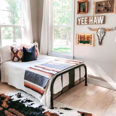Yeehaw we love this bedroom! Could you picture this in your home? Photo Credi Yeehaw we love this bedroom! Could you picture this in your home? Room Makeover, Room Ideas Bedroom, Dream Bedroom, Cowgirl Room, Home Decor, Pallet Furniture Bedroom, Western Home Decor, Western Bedroom Decor, Dream Rooms