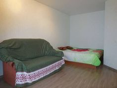 Family Apartments Na Popova 113 Smolensk Located in Smolensk, this apartment features free WiFi. Guests benefit from balcony.  An oven and a microwave can be found in the kitchenette. Towels and bed linen are offered in this self-catering accommodation.