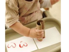 Looking for Valentine's Day craft ideas? Try these easy crafts for kids this Valentine's Day, including cards, art projects and keepsakes that make great gifts. Easy Toddler Crafts, Valentine's Day Crafts For Kids, Valentine Crafts For Kids, Mothers Day Crafts, Crafts To Do, Diy For Kids, Valentines Decoration, Blog Da Tia Ale, Toilet Paper Roll Crafts