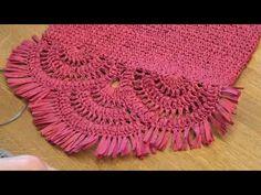 Sibel Kavaklıoğlu'ndan rafya clutch çanta kapağı anlatımı video 1 - YouTube Crochet Handbags, Crochet Purses, Crochet Motif, Knit Crochet, Pochette Diy, Knitting Patterns, Crochet Patterns, Clutch Pattern, Diy Bags Purses