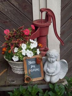 If you have an old water pump don't let it sit there collecting dust, transform it to a masterpiece. Rustic Garden Decor, Rustic Gardens, Outdoor Gardens, Garden Junk, Lawn And Garden, Garden Water, Flower Planters, Flower Pots, Old Water Pumps