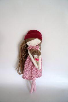 Muñeca de tela hecho a mano Isabella  muñeca por lassandaliasdeana, $47.00. Visit AMAMILLO.com