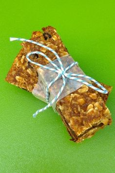 Pumpkin Chocolate Chip Granola Bars from The Lemon Bowl #pumpkin #chocolate #healthy
