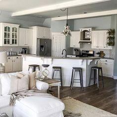 Amazing Farmhouse Kitchen Cabinets Ideas 19
