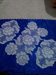 Güllü dantel Crochet Placemats, Crochet Doilies, Filet Crochet, Rugs, Sewing, Crochet Table Runner, Crocheting Patterns, Christmas Decor, Crochet Tablecloth