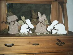 Produktbeschreibung  Vier Hasen möchten mit Dir Ostern feiern. Sie haben sich auch schon hübsch gemacht. ...