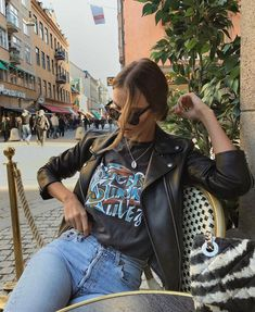 Leather jacket and t-shirt Casual Fall Outfits, Fall Winter Outfits, Spring Outfits, Trendy Outfits, Outfit Summer, Hipster Style Outfits, Insta Outfits, Urban Style Outfits, Autumn Casual