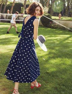 Warm-weather nuptials round the corner? Wow at the wedding breakfast in this sleeveless fit-and-flare midi dress. The fold-over collar adds vintage-inspired elegance and the ponte fabric ensures a comfortable and flattering fit. Polka Dot Maxi Dresses, Navy Midi Dress, Dot Dress, Latest Fashion Dresses, Fashion Outfits, Vintage Long Dress, Robes Midi, Casual Skirts, Bleu Marine