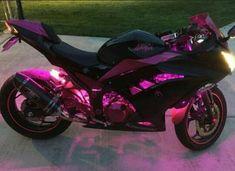 Das Motorrad der rosa Ninja – Moto – The Pink Ninja 300 Woman's Motorcycle – Moto – # the Scooter Motorcycle, Motorcycle Design, Motorcycle Style, Motorbike Girl, Motorcycle Accessories, Moto Ninja, Motos Kawasaki, Kawasaki Ninja, Jet Privé