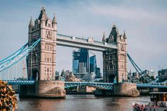 Explore the Old City of London accompanied by an expert tour guide and see major London landmarks like the Tower of London, St Paul's Cathedral and London Bridge. City Of London, London Eye, London Bridge, Tower Of London, Stamford Bridge, London Food, Oyster Card, Piccadilly Circus, Trafalgar Square