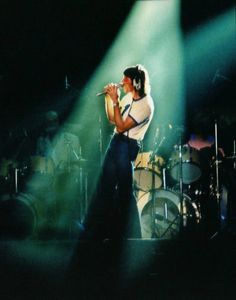 Roger Waters - Pink Floyd's The Wall David Gilmour, Pink Floyd More, Roger Waters The Wall, Pink Floyd Concert, Rubber Soul, Boogie Woogie, Progressive Rock, Pretty Lights, Popular Music