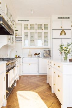 Even small details can make a big difference in elevating the look of your kitchen. Take inspiration from these luxury kitchens and upgrade your space.