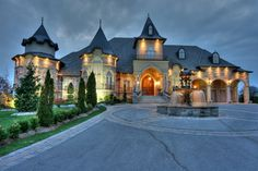 Modern Castle Homes Exterior Landschaftsbau - Oakville Ontario, House Goals, Estate Homes, Luxury Real Estate, My Dream Home, Exterior Design, Luxury Homes, Luxury Mansions, Luxury Cars