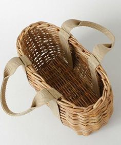 Изделия из лозы - Клещ Е.В. Paper Basket Weaving, Willow Weaving, Newspaper Basket, Basket Bag, Fabric Bags, Knitted Bags, Handmade Bags, Wicker Baskets, Purses And Bags