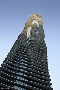 Architecture Inspiration, Aqua Tower in downtown Chicago designed by Jeanne. Photo by Bob Segal #architecture #Design #build #building #architectural #architect #elegant #mad4clips