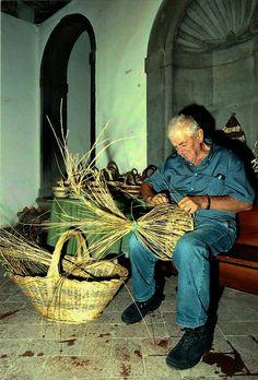 Master basket maker: old activity of Tavarnelle