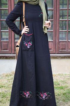 Stylish Dresses For Girls, Modest Dresses, Abaya Fashion, Fashion Dresses, Kurti Neck Designs, Blouse Designs, New Designer Dresses, Kebaya Dress, Muslim Women Fashion